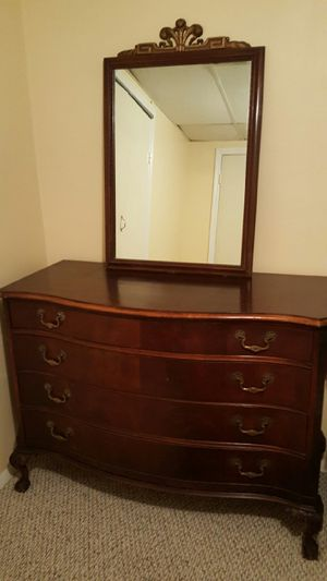 Antique Dresser for Sale in NEW CARROLLTN, MD
