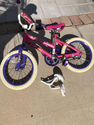 Girls bike 16inch w/ training wheels for Sale in Fort McDowell, AZ