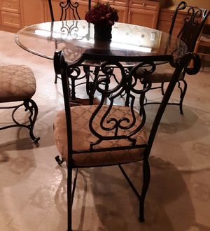Breakfast table with 4 chairs for Sale in Escondido, CA