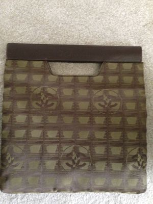 Authentic Chanel large preowned clutch very elegant for Sale in Menifee, CA