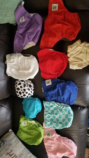Newborn to 3 month cloth diapers with inserts for Sale in Tolleson, AZ