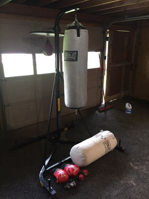 Everlast Punching Bag W/ Speed Bag (deflated + needs new one) with Extra's for Sale in Souderton, PA