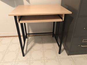 Computer Desk with pullout surface for keyboard, great condition for Sale in Bloomfield Hills, MI