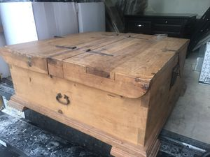 Amazing storage coffee table for Sale in Chicago, IL