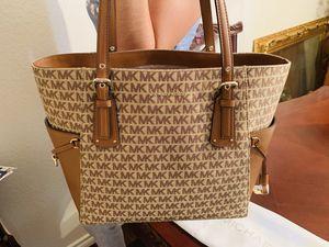 Michael Kors purse shoulder bag brand new for Sale in Baytown, TX
