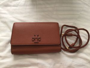 TORY BURCH SLING WALLET for Sale in San Leandro, CA