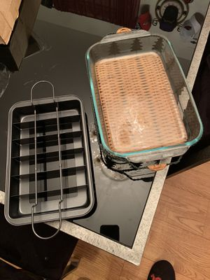 Pyrex 3 qt baking dish and the Perfect Brownie Maker for Sale in Woodbridge, VA