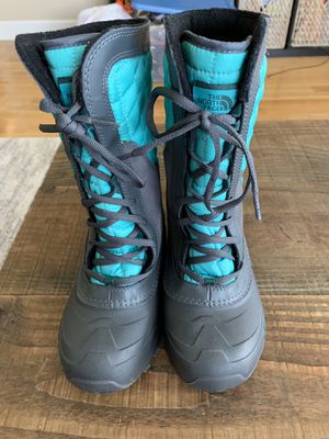 North face girls boots size 2 for Sale in Happy Valley, OR