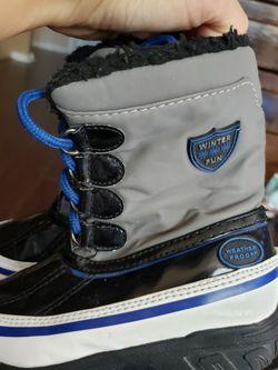 Kids Snow Boots Size 10 for Sale in Phoenix,  AZ