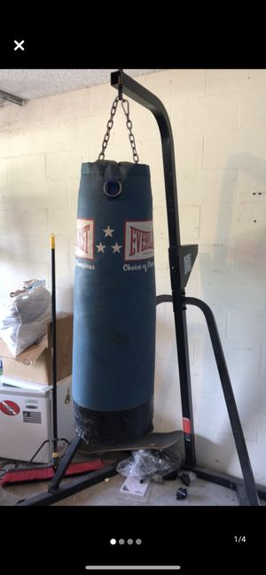 Everlast punching bag and Uppercuts stand for Sale in Tampa, FL