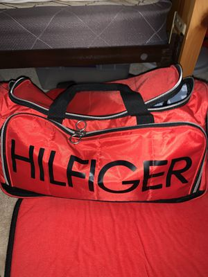 Tommy Hilfiger Duffle bag for Sale in Brandon, FL