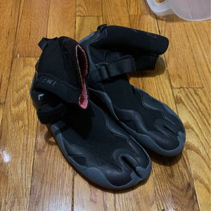 Xcel Infinity Booties 3mm Size 8 for Sale in Wall Township, NJ