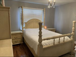 Queen bedroom set for Sale in Shelby Charter Township, MI