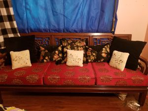 Antique couch with pillows. Well over 30 years old for Sale in Las Vegas, NV