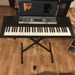 Yamaha YPT-240 keyboard for Sale in Tacoma, WA
