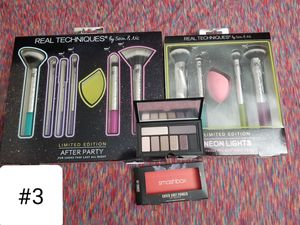 All makeup palettes and brushes and accessories for Sale in Gibsonton, FL