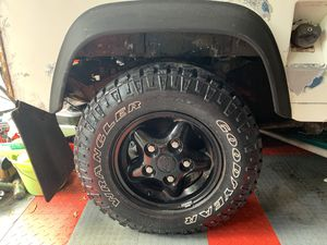 5 Land Rover Defender rims and tires Duratrac Land Rover discovery for Sale in Riverview, FL