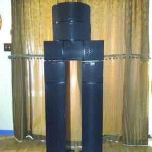 KLIPSCH SET OF FIVE SPEAKERS IN EXELENT CONDITION BLACK COLOR for Sale in Mesa, AZ