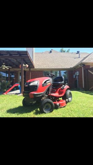 CRAFTSMAN YT4000 TRACTOR LAWNMOWER - 24HP BRIGGS ENGINE SIX SPEED AUTOMATIC PLUS REVERSE. ALSO CUTS IN REVERSE GEAR for Sale in Mesquite, TX