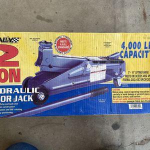 2 Ton Hydraulic Floor Jack for Sale in Clovis, CA