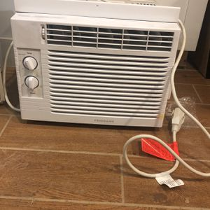 2 Window AC Units for Sale - 100 For 2, 60 For 1 for Sale in Brooklyn, NY