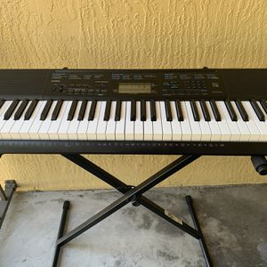 Electronic Keyboard for Sale in West Palm Beach, FL