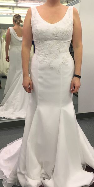 New , never worn, Wedding dress for Sale in Glenshaw, PA