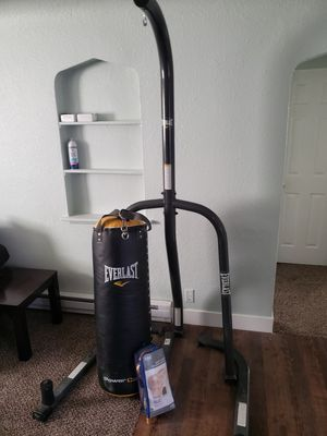 Punching Bag w/stand, +gloves, Everlast. Like new. for Sale in Englewood, CO