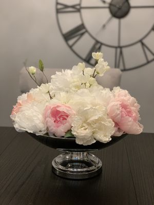"""15"""" Round Metallic Pedestal Bowl Flower Pot (with flowers included) for Sale in Livonia, MI"""