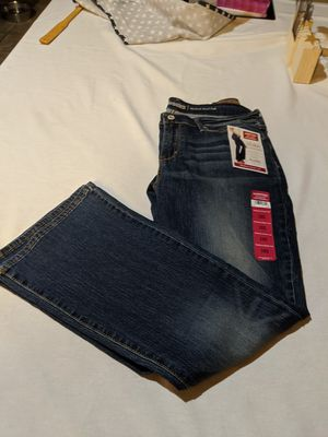 New Women Signature Levi - Size 16S for Sale in Fontana, CA