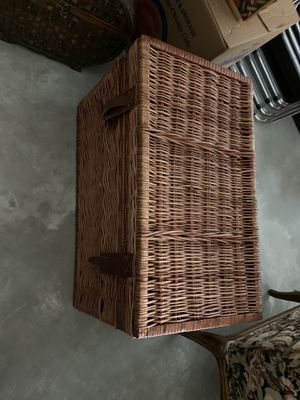 Large wicker trunk for Sale in Chicago, IL