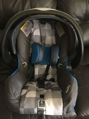 Baby boy car seat lightly used no damages for Sale in Cincinnati, OH