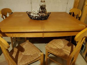 Solid Table w/ 4 chairs & an extra leaf for Sale in Hastings, MI