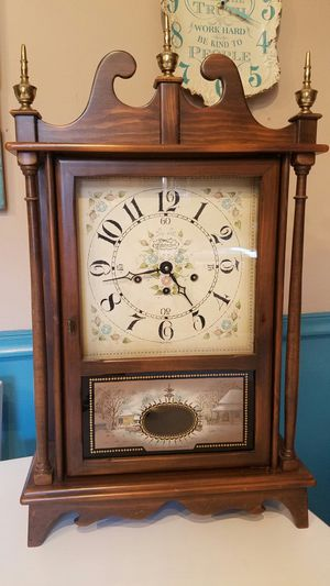 Antique New England Mantel clock for Sale in Lafayette, IN