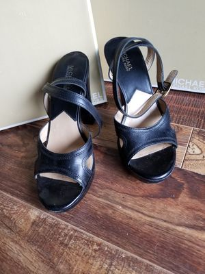 Michael kors size 9 black pump for Sale in Rolling Meadows, IL