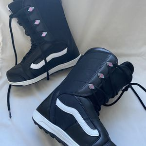 Vans Snowboard Lace Up Boots Women's sz 7 for Sale in Monroe, WA