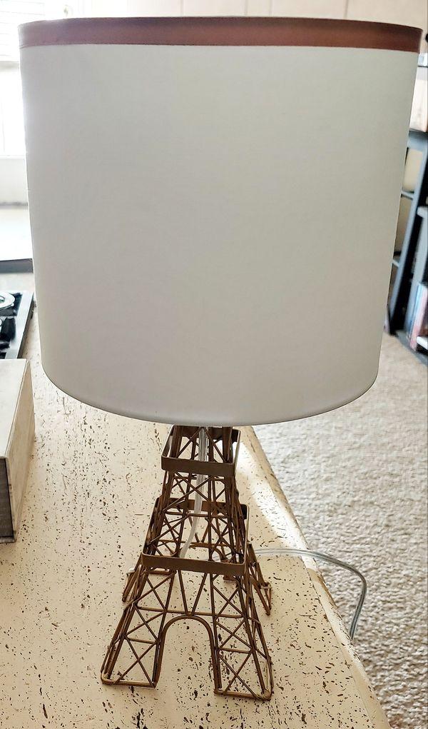 An Eifel tower lamp