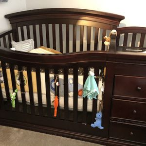 Converter Baby Crib /Changing Table for Sale in Stone Mountain, GA
