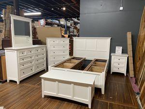 Floor Model Sale! Queen Bedroom Set - Price includes Queen Platform Bed W/ Stoarge Drawers, 1 Nigh Stand, Dresser, Mirror, & Hi Chest / Cedar Lined C for Sale in Vancouver, WA