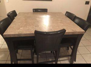 Comedor mármol las sillas están rotas for Sale in El Paso, TX