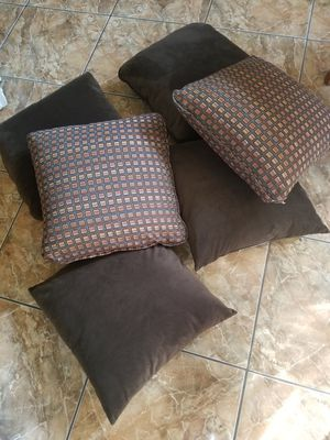 6 large nice pillows for Sale in Alafaya, FL
