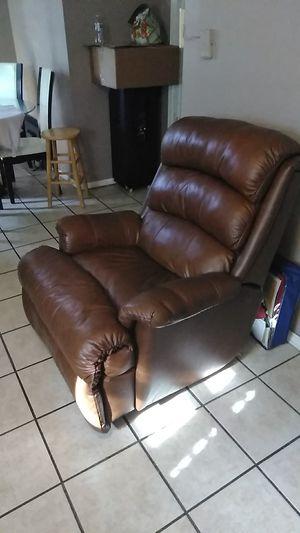 Sofá reclinable buenas condiciones for Sale in Aurora, IL