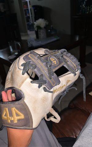 Baseball Glove for Sale in Chula Vista, CA