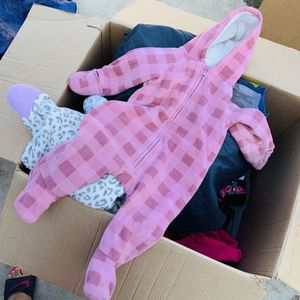 Snow suit/winter onesies 6-12mos for Sale in Pittsburg, CA