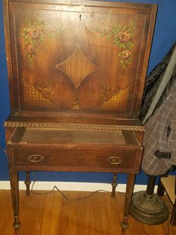 VICTORIAN . DESK for Sale in Los Angeles,  CA