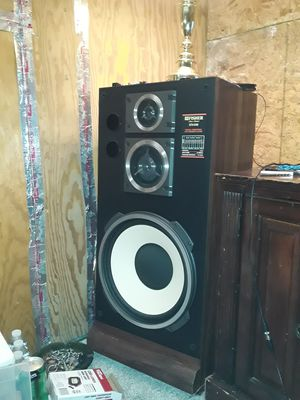 FISHER 1986/1989 FLOOR SPEAKERS for Sale in Wylie, TX