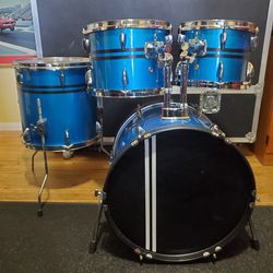 4pc Bop Kit Club Drumset 18/14/12/10 Shell Set In BLUE SPARKLE for Sale in Long Beach,  CA
