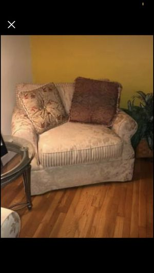 Raymour & Flanigan Small Couch for Sale in Rocky Hill, CT