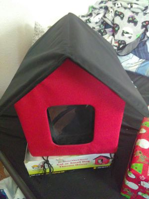 Indoor/outdoor small dog Thermo house 2 door flaps has plug in heated floor for Sale in Antioch, CA