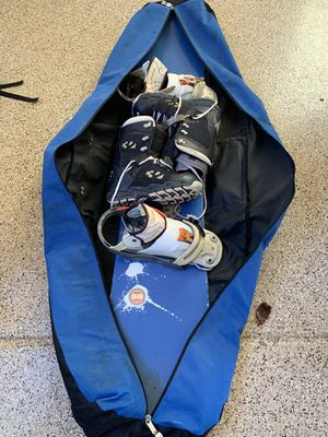 Snowboard, bindings, 10.5 men's boots, bag for Sale in San Diego, CA